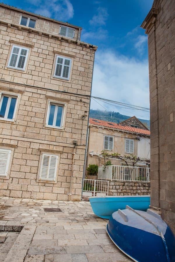 Boote auf der Stra?e an Dubrovnik-Westpier stockbilder