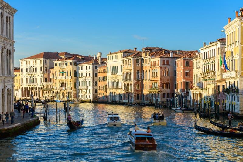 Boote auf Grand Canal Canale groß, Venedig, Venetien, Italien stockfotos