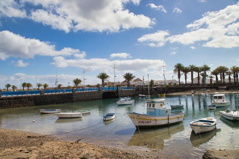 Boote auf Marina de Lanzarote lizenzfreie stockbilder