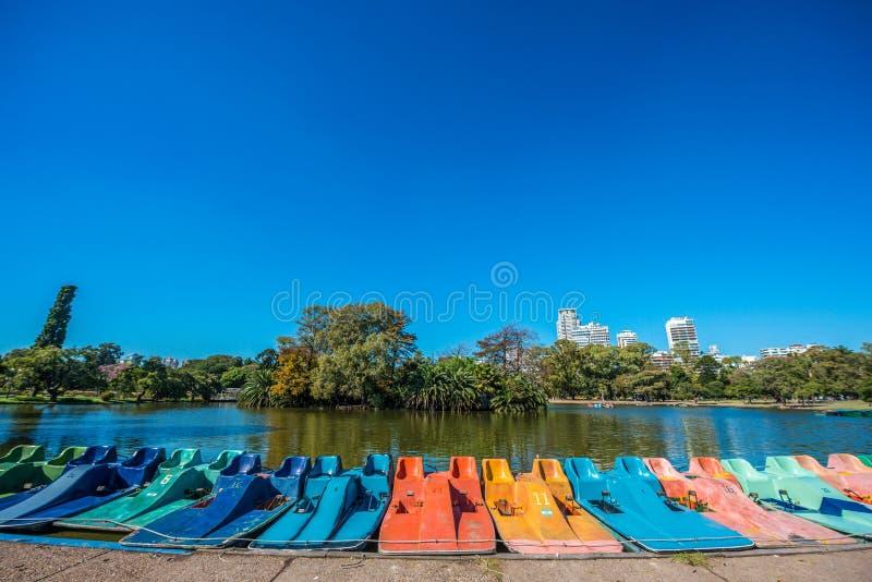 Boote auf Palermo-Holz in Buenos Aires, Argentinien lizenzfreies stockbild