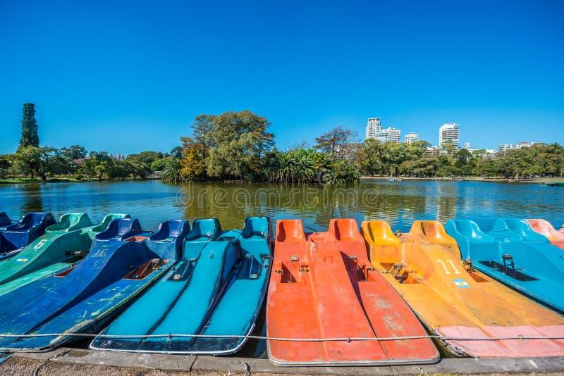 Boote auf Palermo-Holz in Buenos Aires, Argentinien stockbild