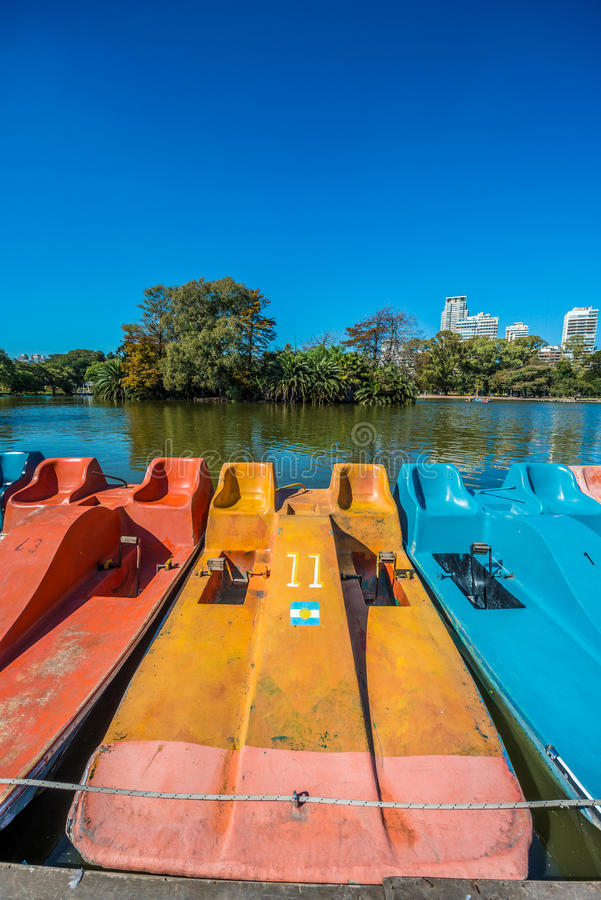 Boote auf Palermo-Holz in Buenos Aires, Argentinien lizenzfreie stockbilder