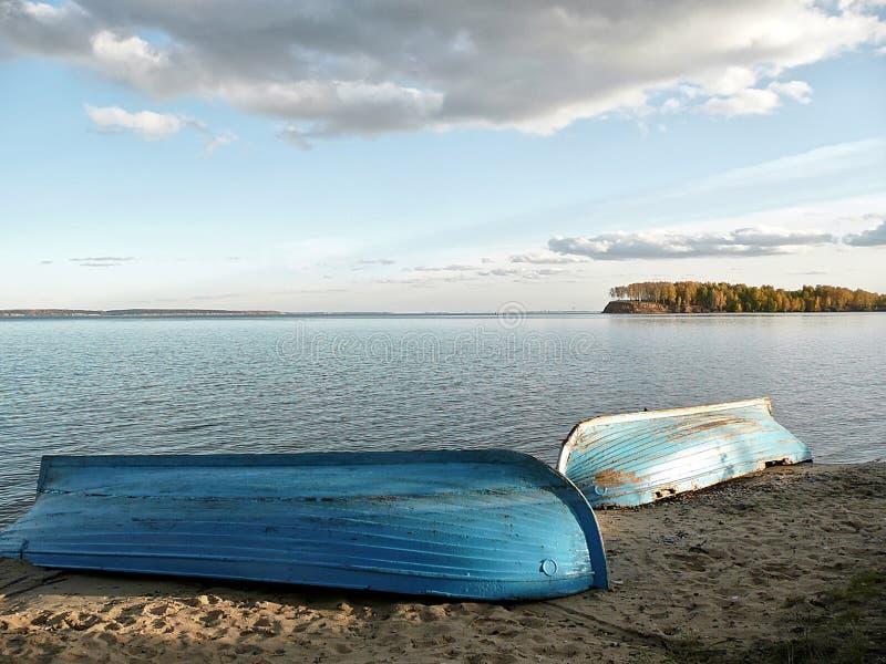 Boote auf Sand stockfoto