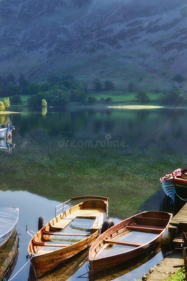 Boote auf See Ullswater lizenzfreie stockfotografie
