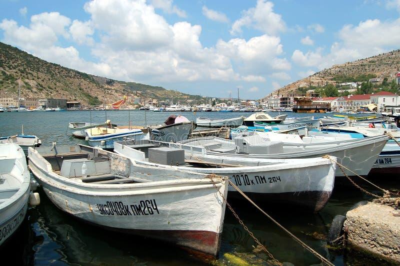 Boote in Balaklava lizenzfreie stockfotos