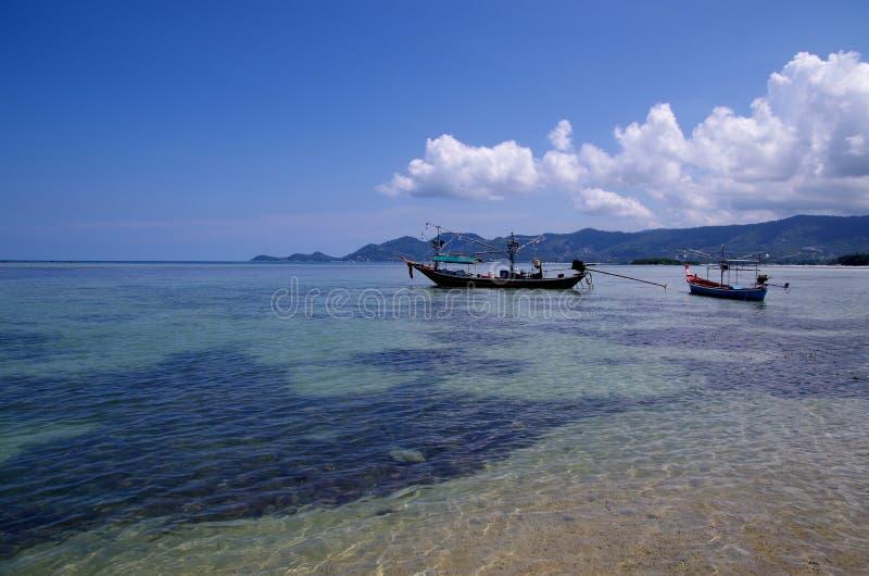 Boote in dem Meer lizenzfreie stockfotografie