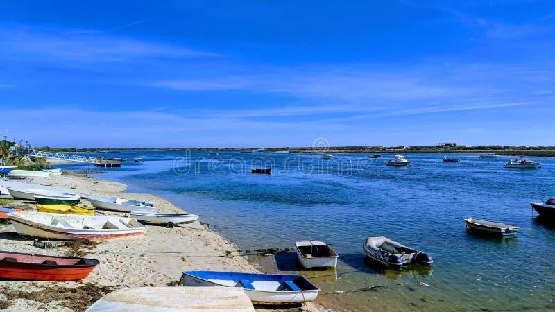 Boote in den Cabanas lizenzfreie stockbilder