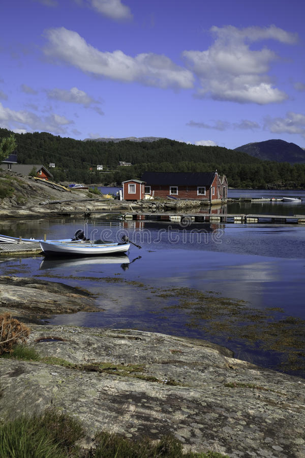 Boote in einem Hafen, Norwegen stockfotos
