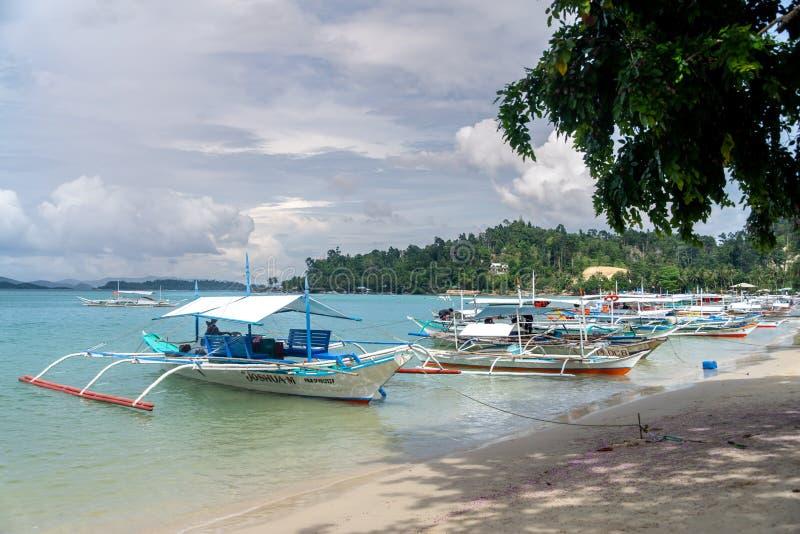 Boote festgemacht im Port-Barton, Palawan, Philippinen, am 22. Dezember 2018 lizenzfreies stockbild