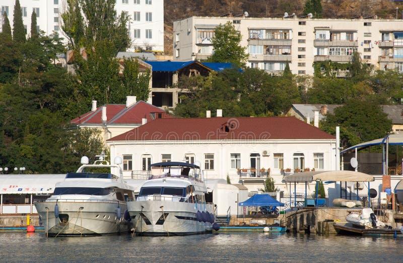 Boote im Balaklava Hafen stockfotografie