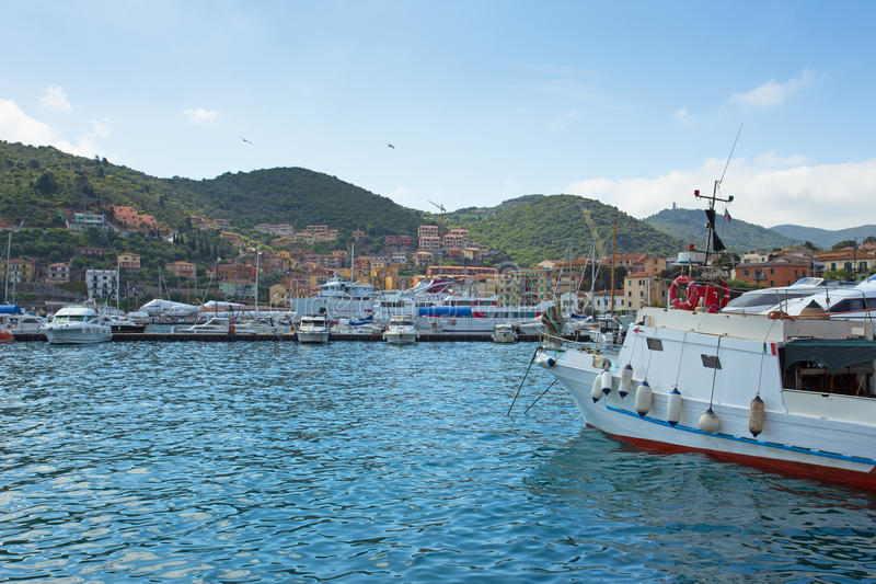 Boote im Hafen, Porto Santo Stefano lizenzfreies stockbild