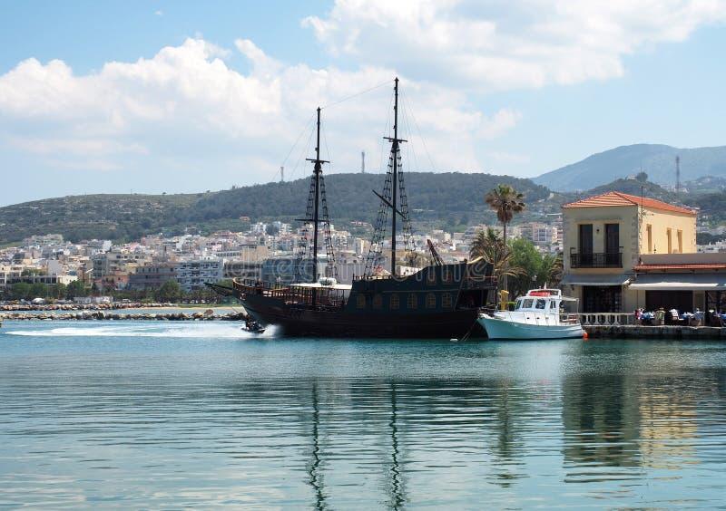 Boote im Hafen in Rethymno Griechenland stockfotografie