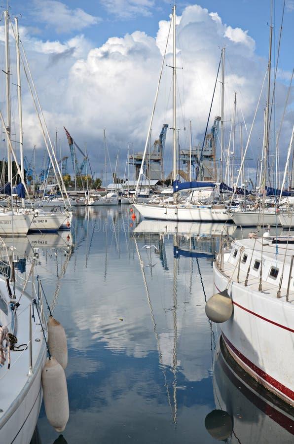 Boote im Hafen von Palermo stockfoto