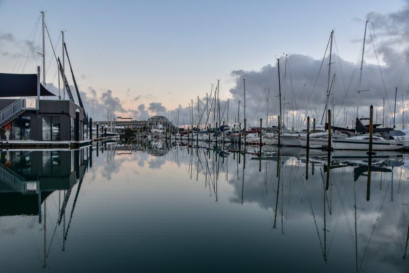 Boote im Jachthafen stockfoto