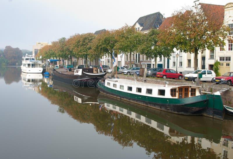Boote im Kanal lizenzfreie stockbilder