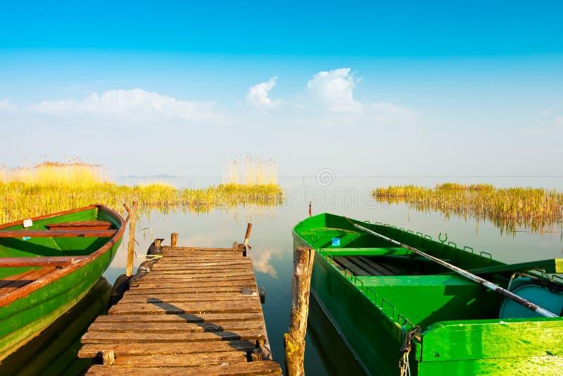 Boote im Kanal stockfotos