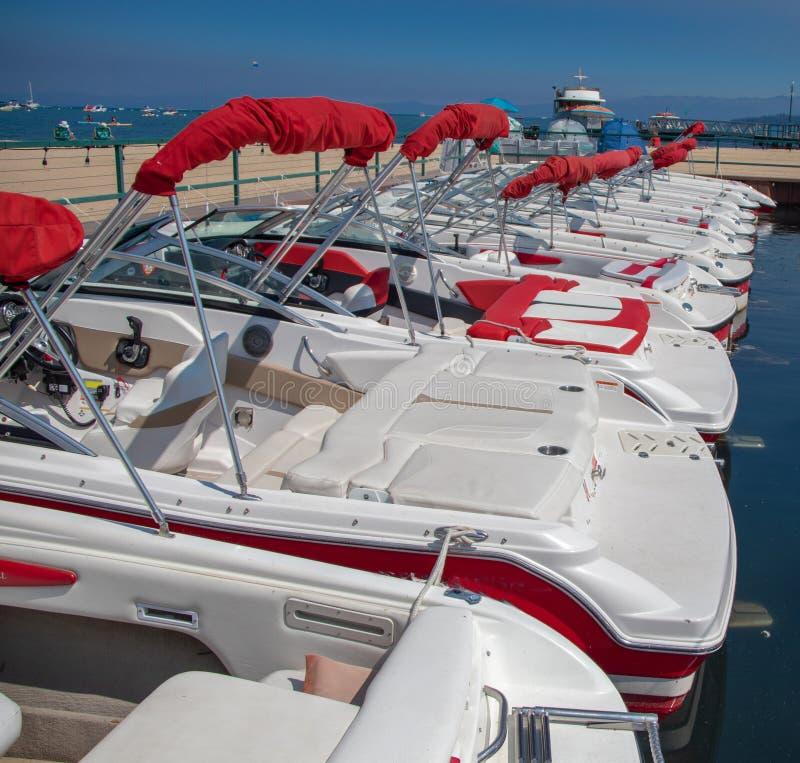 Boote im Lake- Tahoejachthafen lizenzfreies stockbild