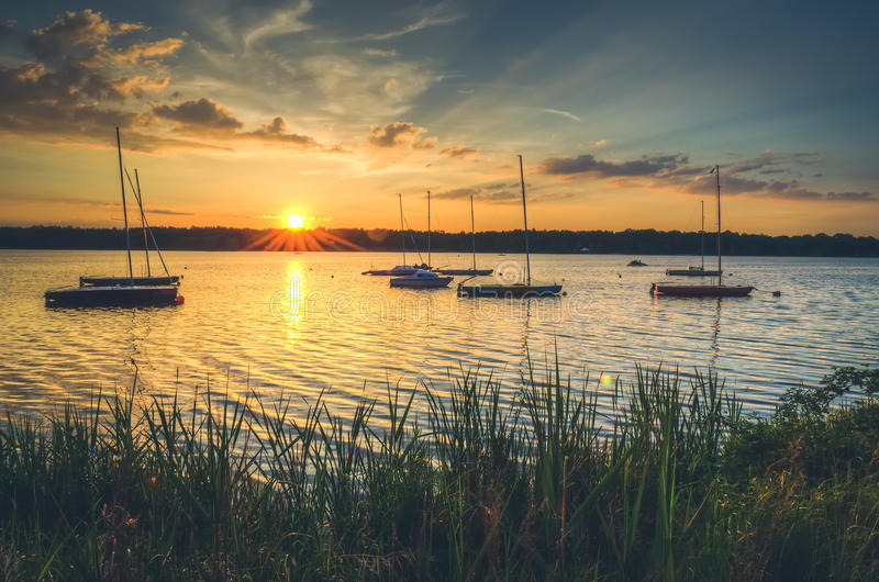 Boote im See stockfotos