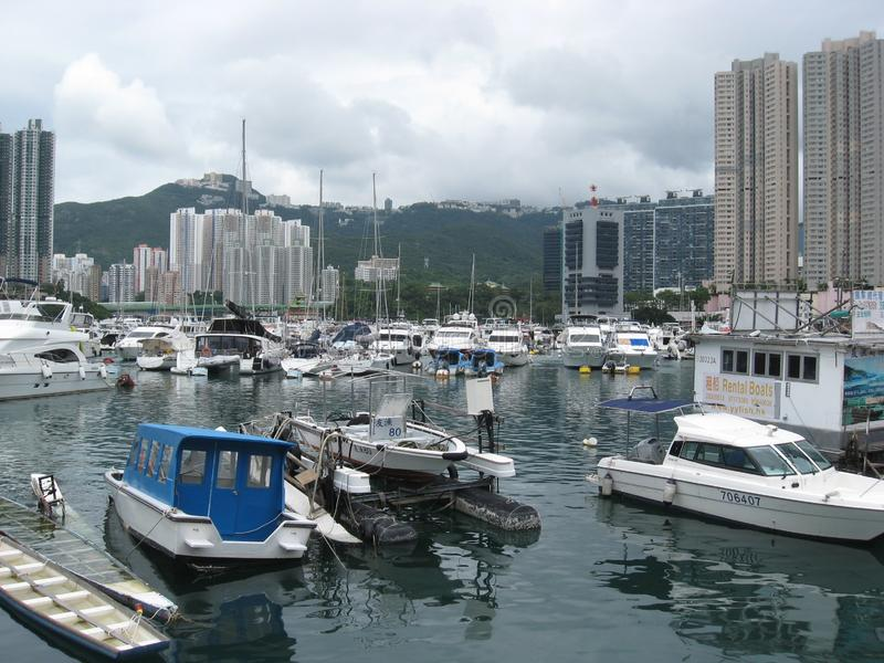 Boote am Jachthafen in Aberdeen, Hong Kong stockbilder