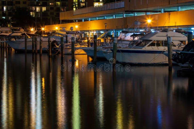 Boote nachts lizenzfreies stockbild