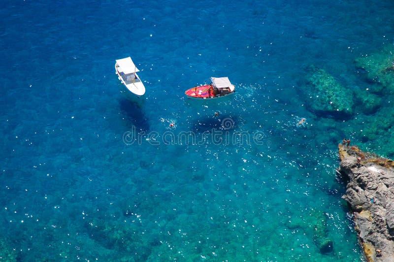 Boote nahe Capri-Insel, Italien stockfotos