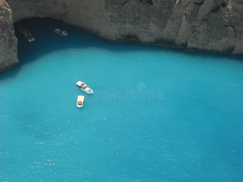 Boote - Navagio-Strand lizenzfreies stockbild