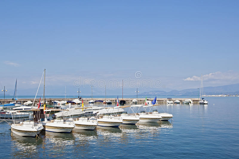 Boote am Pier lizenzfreies stockbild