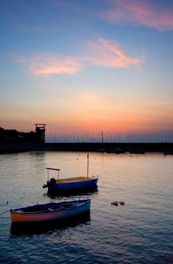 Boote am Sonnenuntergang stockfotografie