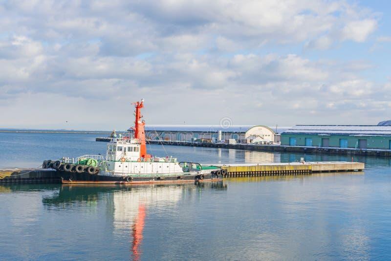 Boote um Otaru-Stadt stockfoto