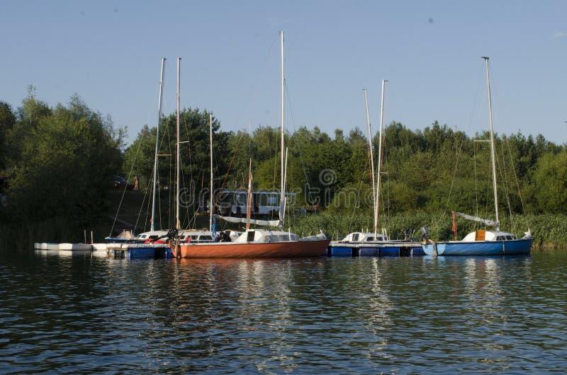 Boote und Farben lizenzfreies stockfoto