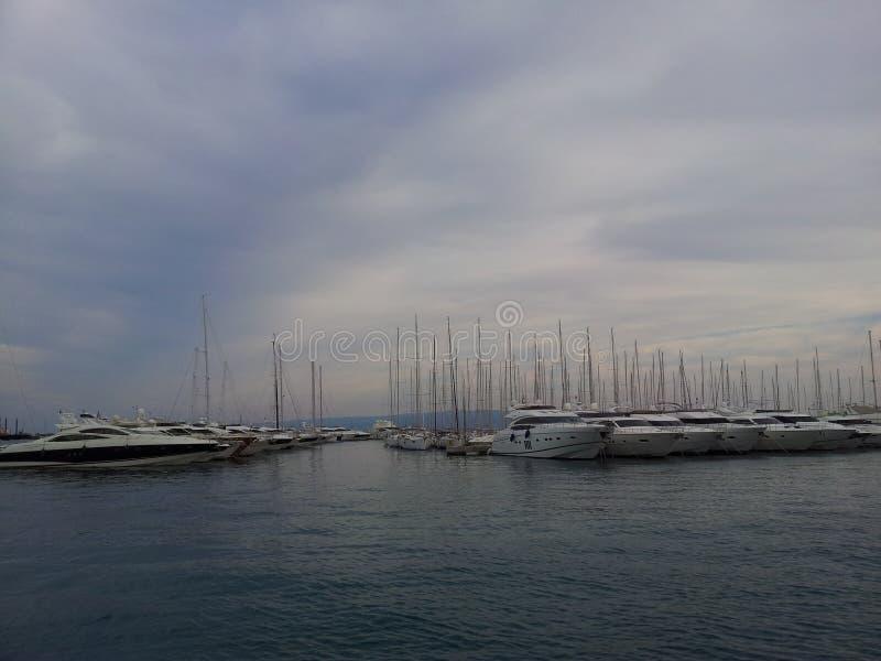 Boote und Meer lizenzfreie stockfotografie
