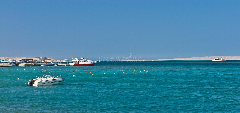 Boote und Yachten im Roten Meer lizenzfreies stockbild