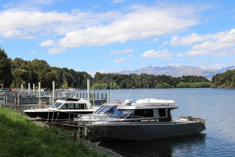 Boote, Waiau-Fluss, Pearl Harbor, Manapouri, NZ stockbilder