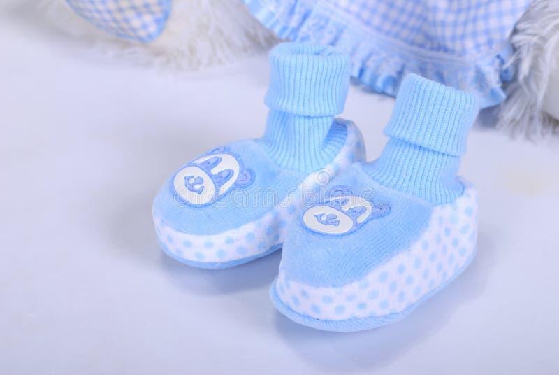 Bootees dei piccoli bambini blu immagini stock libere da diritti