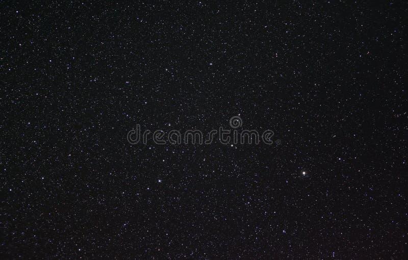 Bootes και η κορώνα Borealis στον έναστρο νυχτερινό ουρανό στοκ εικόνα
