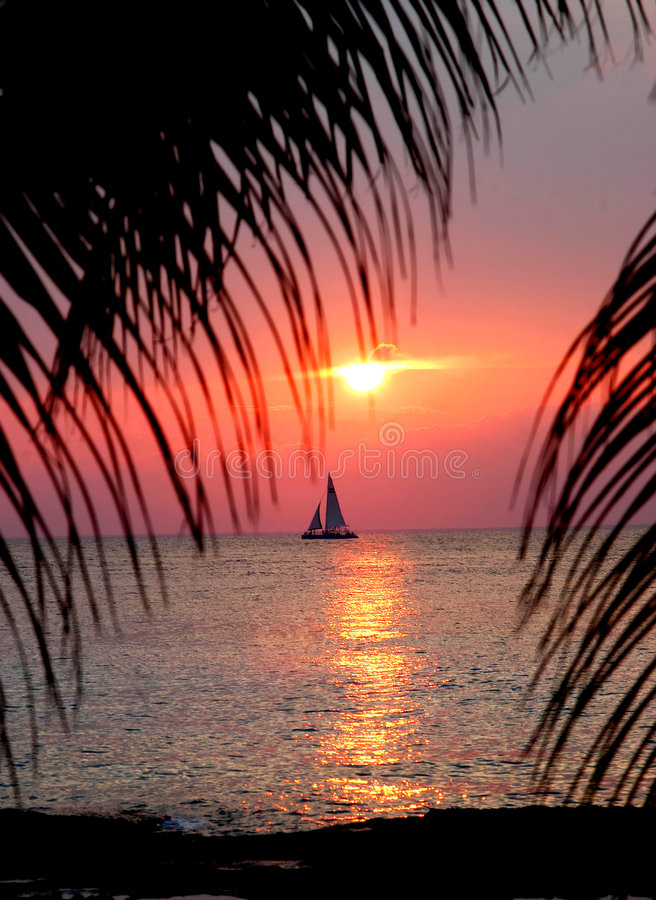Bootfahrt auf Paradies stockfoto