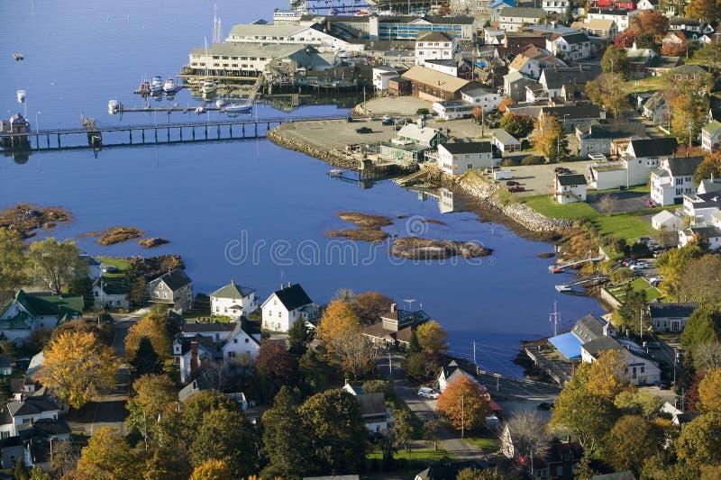 Boothbay港口鸟瞰图缅因海岸线的 库存图片