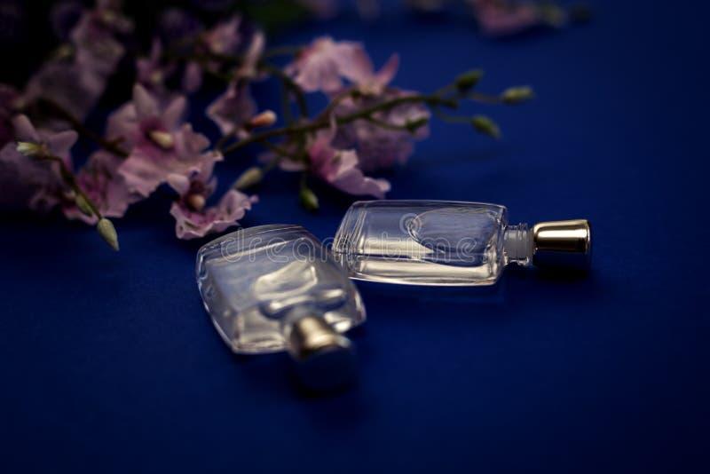 Bootle twee van parfum stock afbeelding