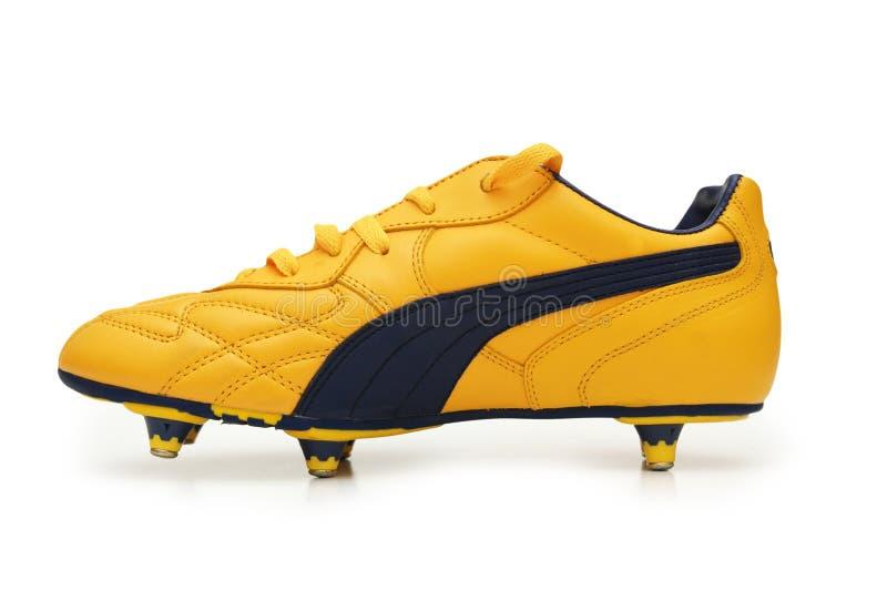 boots желтый цвет изолированный футболом стоковые изображения rf