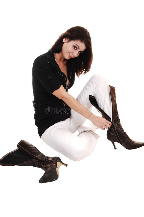 boots класть девушки стоковые фотографии rf