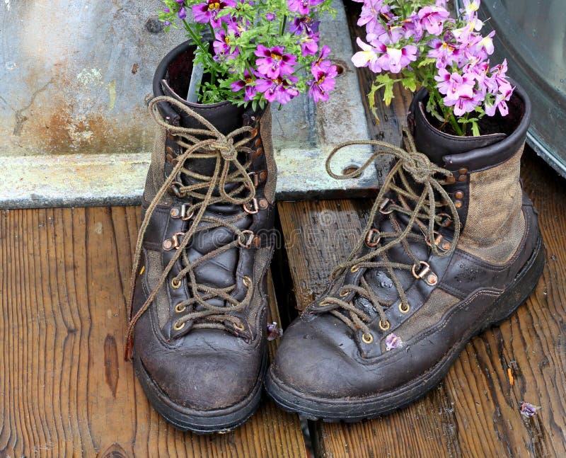 boots старый repurposing стоковое изображение rf