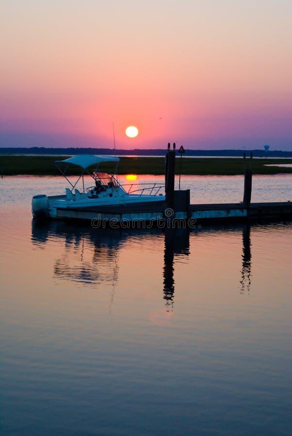 Boots-Dock-Sonnenuntergang stockbilder