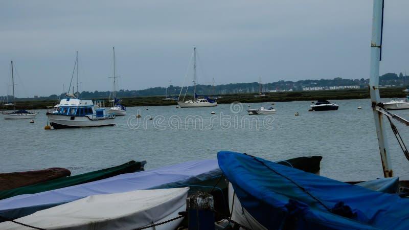 Boots-und Yacht-Jachthafen im Sommer vor dem Sturm 3 stockbild