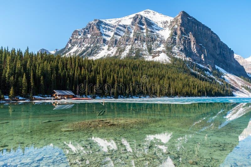 Bootshaus nahe bei Lake Louise - Banff, Alberta, Cana lizenzfreie stockbilder