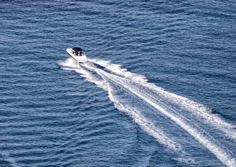 Bootssegeln im Mittelmeer stockfotos