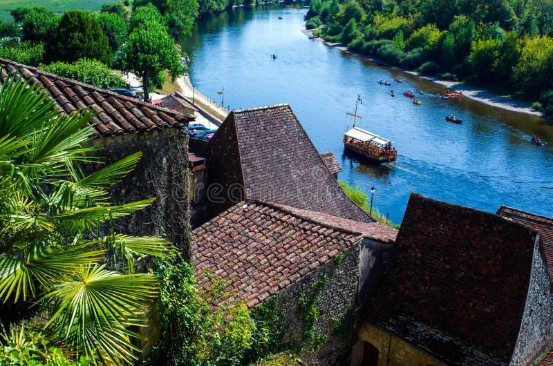 Boottoerisme op de mooie Dordogne-rivier, Frankrijk royalty-vrije stock afbeeldingen