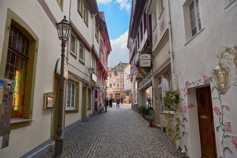 BOPPARD, ALEMANIA - 6 DE NOVIEMBRE DE 2016: El mercado central se puede alcanzar directamente de la 'promenade' de Rhin vía a foto de archivo libre de regalías