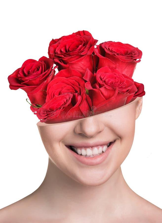 Boquet delle rose in testa della metà della bella donna fotografie stock