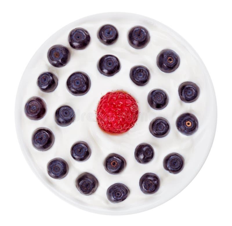 borówczanego błękit talerza malinowy czerwony round fotografia stock