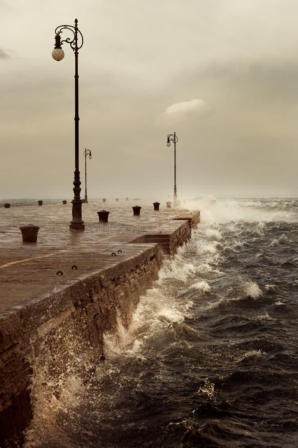 Bora,风雨如磐的风在的里雅斯特,意大利 免版税图库摄影